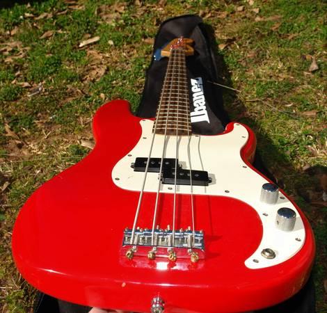 Photo 2000 Squier P Bass Guitar wgig bag - Red - $129 (athens)