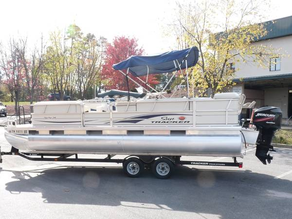 Photo 2006 Sun Tracker Party Barge 24, 90 Hp Mercury, Tandem Trailer - $11,500 (Greenville)