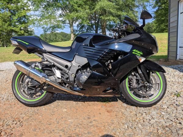 Photo 2008 Kawasaki Ninja ZX-14 Midnight Blue Metallic 19k miles Rare - $6,500 (Roopville)