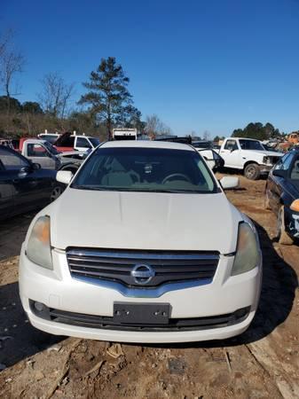 Photo 2009 White Nissan Maxima Parts - $1 (Greensboro, GA)