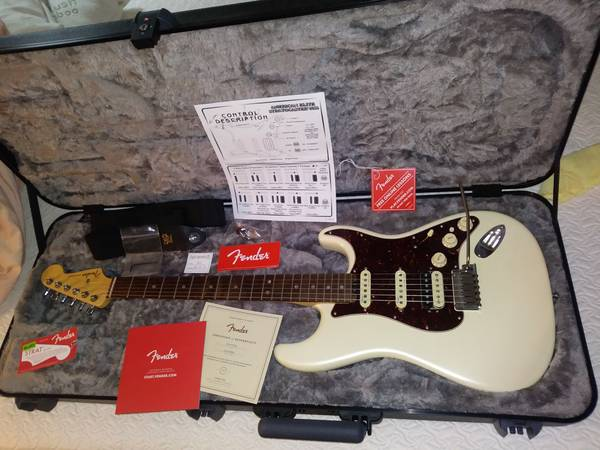 Photo 2016 Fender American Elite Stratocaster HSS Olympic White - $1,500 (Danielsville)