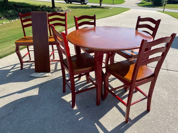Photo 48quotround counter height table and 6 chairs - $400 (Hoschton, ga)