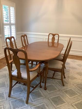 Photo Ethan Allen maple dining set with hutch - $999 (Greensboro)