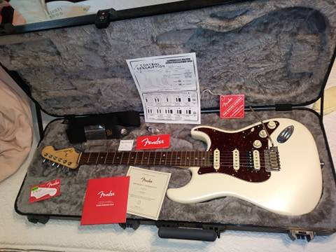 Photo Fender American Elite Stratocaster HSS Olympic white. - $1,200 (Danielsville)