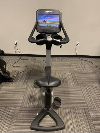 Photo Life Fitness Discover SE3 Upright Bike - $1,499 (Anderson)