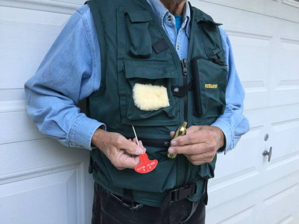 Photo Life jacket, INFLATABLE fishing vest - $50 (Toccoa)