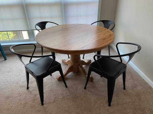Photo Oak Dining Table - $150 (Athens)