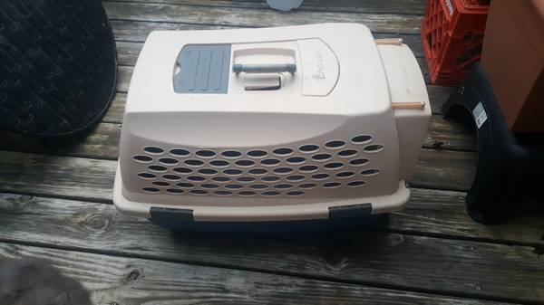 Photo PetMate carrier, kennel, for large cat, small dog. - $35 (Athens, GA)