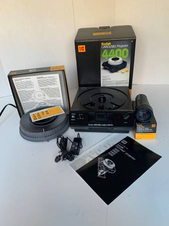 Photo Really Nice Kodak 4400 Slide Projector Carousel w Tray  Remote - $140 (lawrenceville)