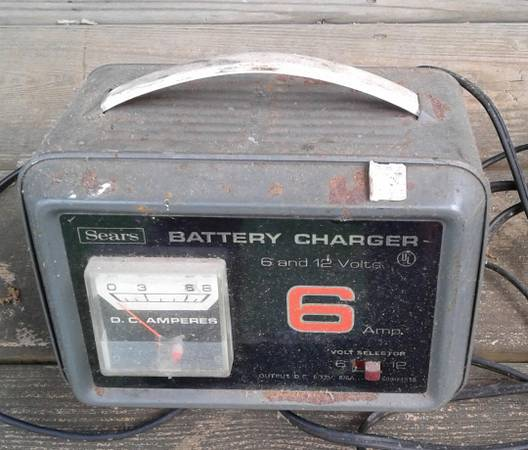 Photo Sears 6 and 12 Volt Battery Charger - $15 (Clarkesville)