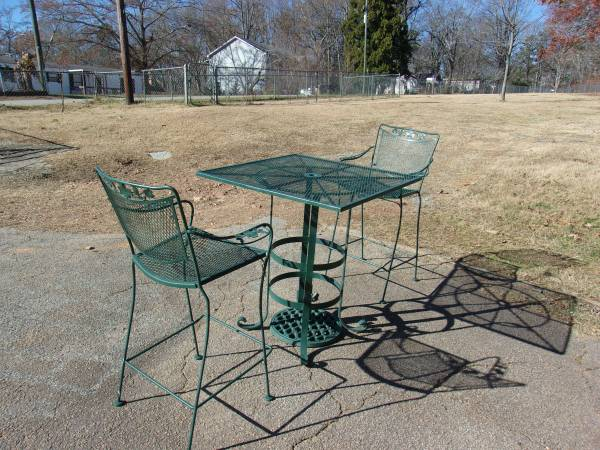Photo WROUGHT IRON PATIO SET - $250 (Flowery Branch)