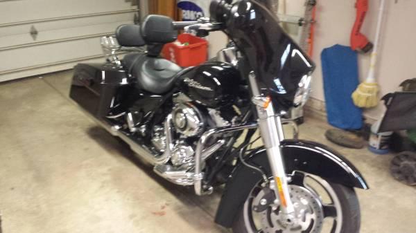 Photo 2009 Harley Davidson Street Glide - $12,500 (Reynoldsburg)