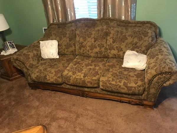 Photo 3 pcs living room set - $300 (THE PLAINS)
