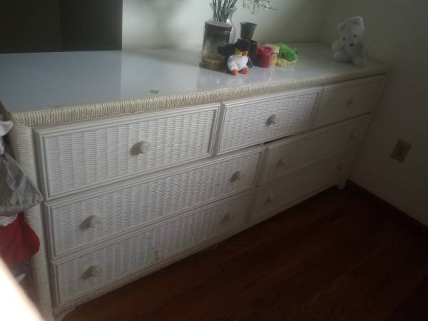 Photo 7 PIECE WICKER BEDROOM SET - $250 (HILLIARD)