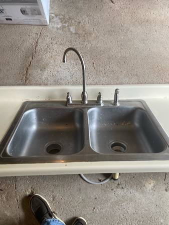 Photo MOEN Faucet double sink and counter - $75 (Westerville)