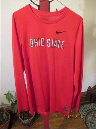Photo NIKE DRY-FIT OHIO STATE - $9 (SHORT NORTH)