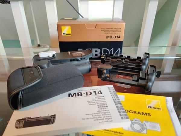 Photo Nikon MB-D14 Multi Battery Power Pack for Nikon D600 and D610 - $60 (Columbus)