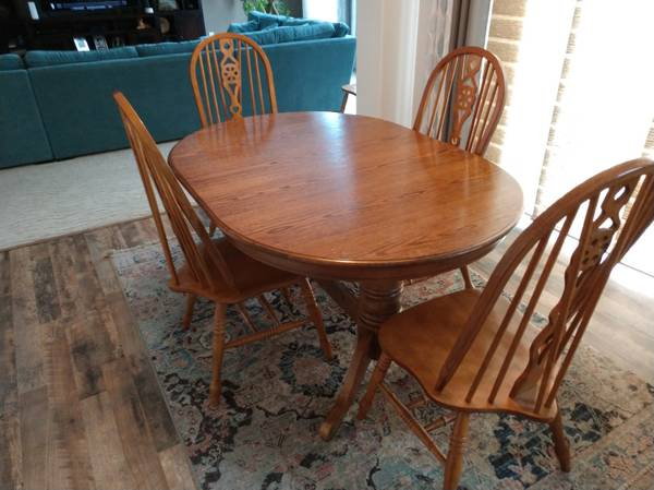 Photo Oak Dining Room Table - $300 (Galloway)