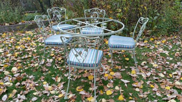 Photo Vintage Wrought Iron Garden Patio Dining Set with Grape  Leaf Motif - $570 (Clintonville)