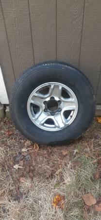 Photo 16 in toyota wheels with tires - $250 (milton)
