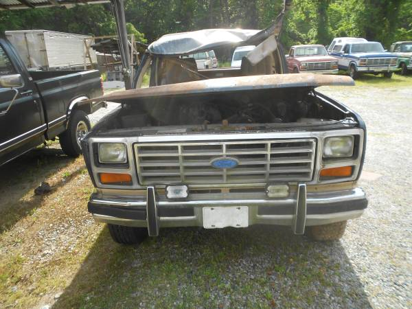 Photo 1980 thru 1994 Ford Bronco SELLING PARTS - $1 (Forest Park, Georgia)