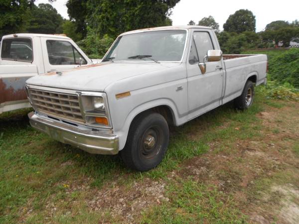 Photo 1980 thru 1996 Ford F150, F250, F350 SELLING PARTS - $1 (Forest Park, Georgia)