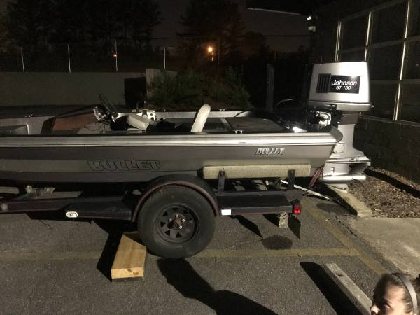 Photo 1987 Bullet Bass Boat with Johnson GT 150 FOR SALE - $1,000 (Lilburn)