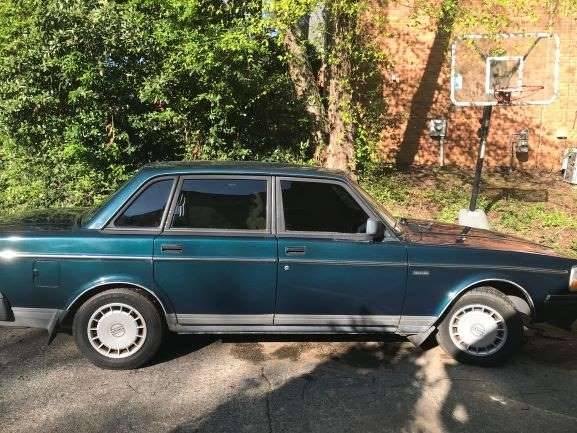 Photo 1991 Volvo 240 - $1100 (Cobb)