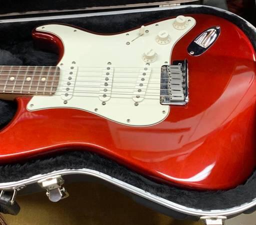 Photo 2008 Fender American Standard Stratocaster - $950 (Lawrenceville)
