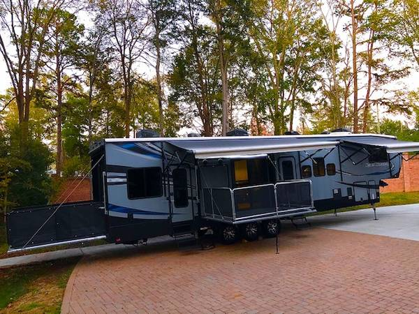 Photo 2018 HARTLAND ROAD WARRIOR Toy Hauler 2 BEDROOMS 12ft garage new - $58,000 (CHARLOTTE)