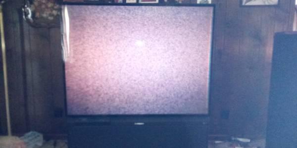 Photo 65 inch Mitsubishi TV - $20 (Lilburn)