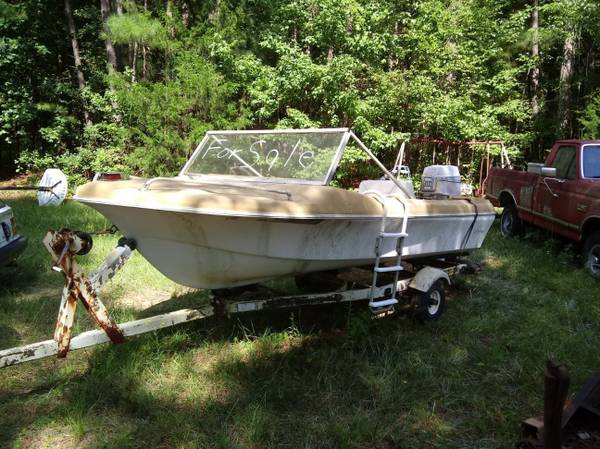 Photo 7039s 1439 Hurricane V-hull Boat. 55HP Evinrude - $1,200 (LOGANVILLE)
