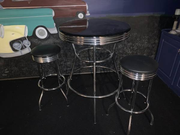 Photo Art Deco table and stool - $50 (Peachtree Corners)