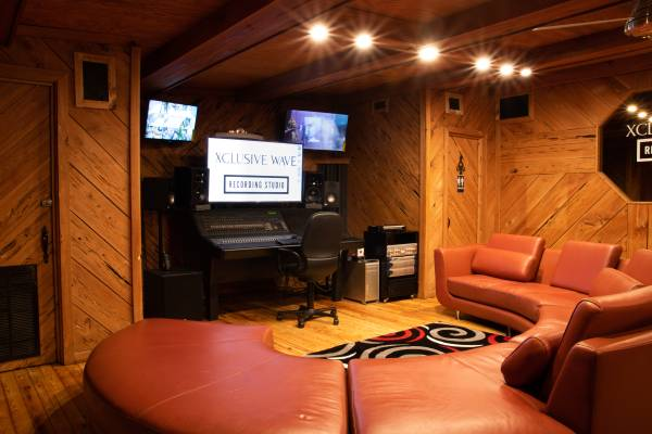 Photo Busy recording studio for sale - $65 (Ta Fl)