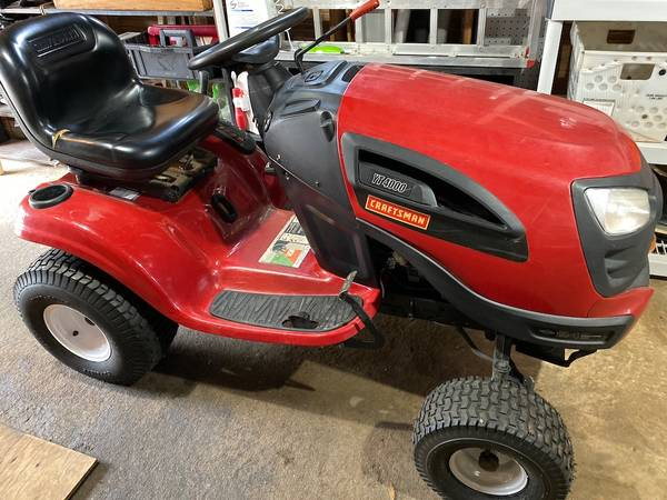 Photo Craftsman Riding Tractor YT4000 - $425 (Avondale)