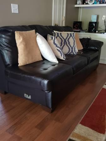 Photo Dark brown 3 person sofa FREE (Stockbridge)