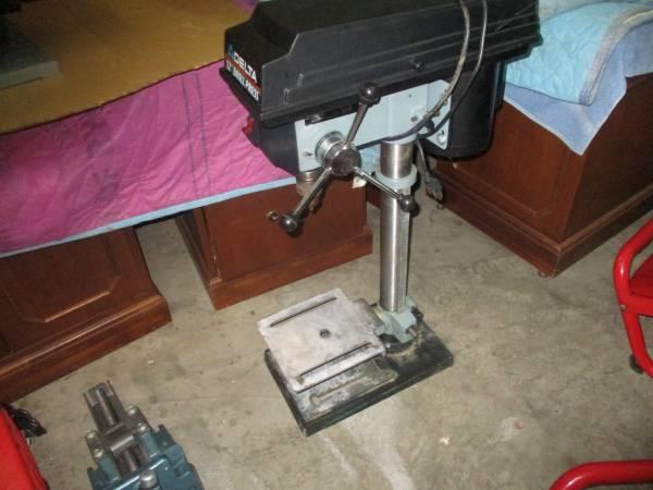 Photo Delta 12quot drill press, benchtop - $225 (Winder)