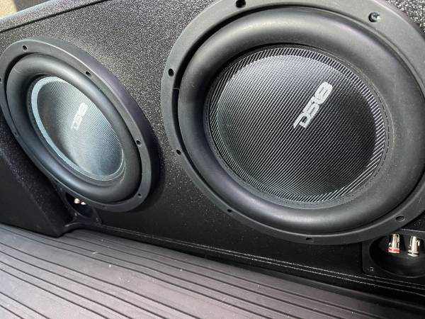Photo Dual Subwoofer and Custom F-150 Box set (With AMP) - $650 (Smyrna)