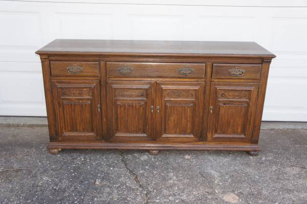Photo Ethan Allen Jacobean Royal Charter Oak buffet china cabinet hutch - $325 (Marietta)