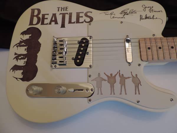 Photo FENDER TELECASTER THE BEATLES CUSTOMIZED BEATLES WHITE ALBUMS GUI - $875 (Buford)