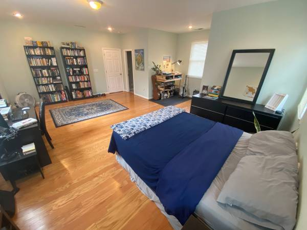 Photo Fully Furnished Room for Rent (3mo Apr-June) (Grant Park  Peoplestown)