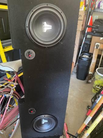 Photo GMC Sierra underseat Subwoofer Speaker box JL Audio - $300 (McDonough)