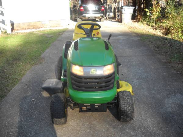 Photo JOHN DEER L111 - $590 (lawrenceville)