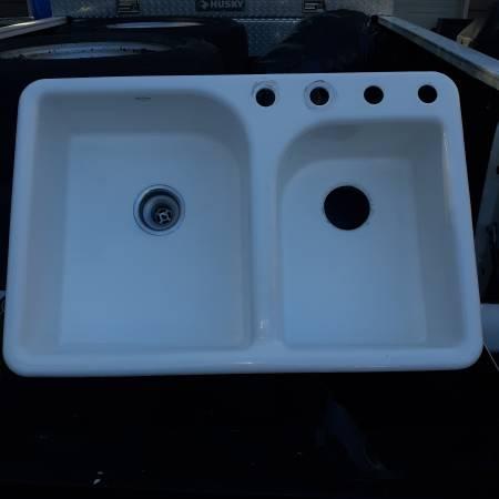 Photo Kohler Real Cast Iron Sink - 33quot - $100 (Woodstock)
