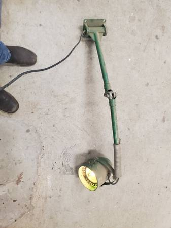 Photo Large Wall Mounted Folding Work Light 110V - $30 (Acworth)