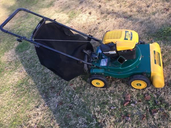 Photo Lawn Vac Vacuum Chipper Shredder - $100 (Newnan)