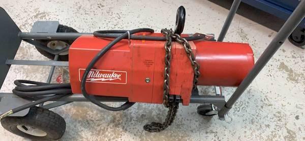 Photo Milwaukee 1 Ton 10 ft. Electric Chain Hoist-USED LIKE NEW - $700 (Marietta)