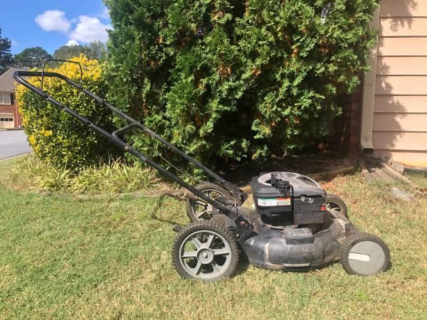 Photo Murray Lawn Mower  Lawnmower - $100 (Lawrenceville)