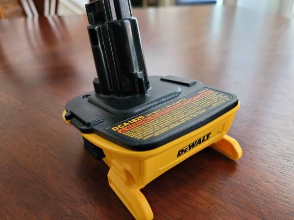 Photo New DEWALT 18v to 20v Battery Adapter DCA1820 - $30 (Suwanee  Sugar Hill)