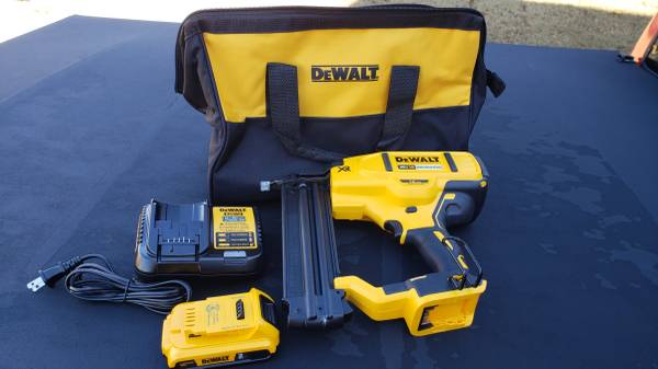 Photo New DeWalt DCN680D1 20V Brushless 18-Gauge Cordless Brad Nailer Kit - $270 (Suwanee  Sugar Hill  Buford)
